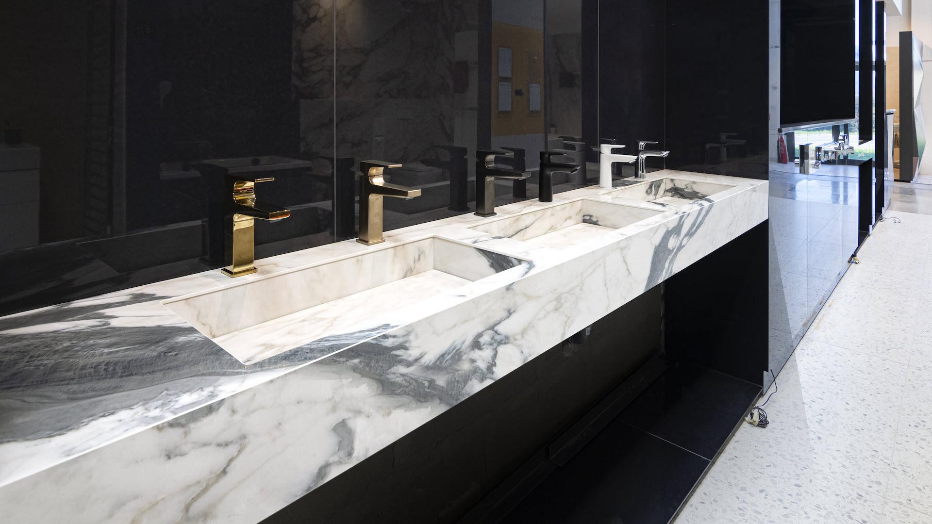 Atypická umyvadla z dlažeb | Výroba | Koupelny ČERO